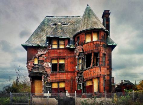 Crumbling despair: Once a home for the rich, a Detroit house teeters on the brink of collapse.